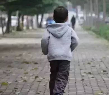 刘某,男,9岁,尿床